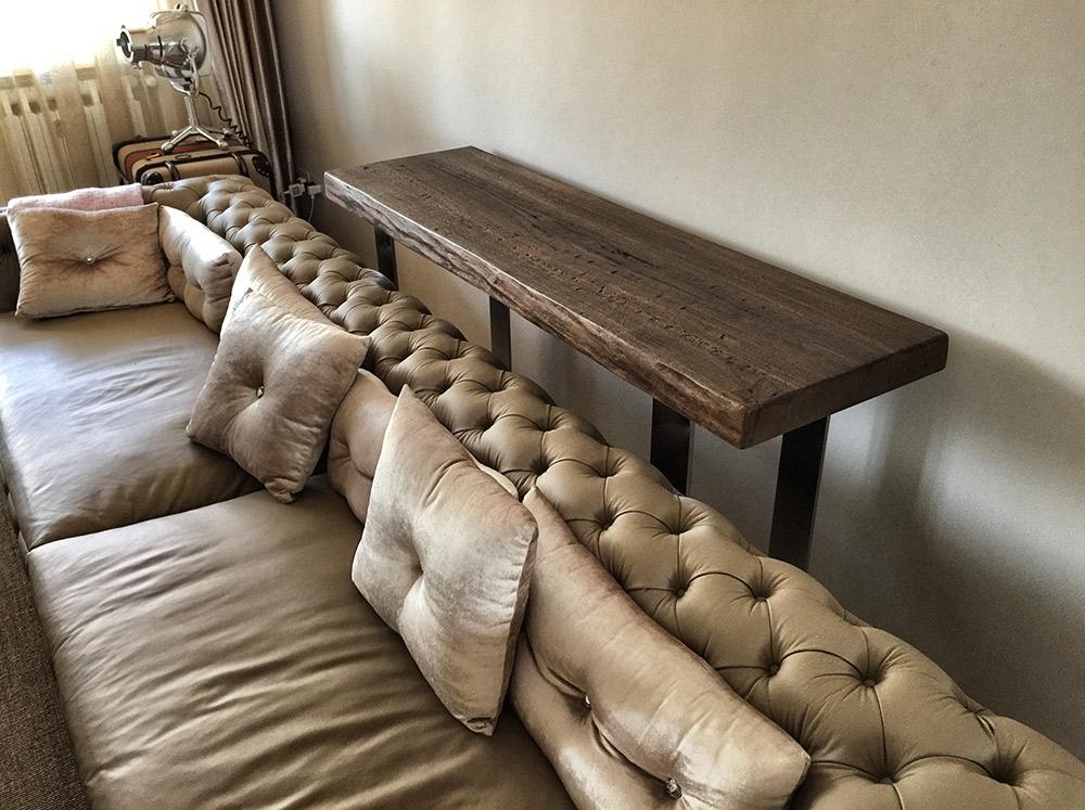 Soggiorno con tavolino in legno massello a Verona di Artigiana Arredamenti