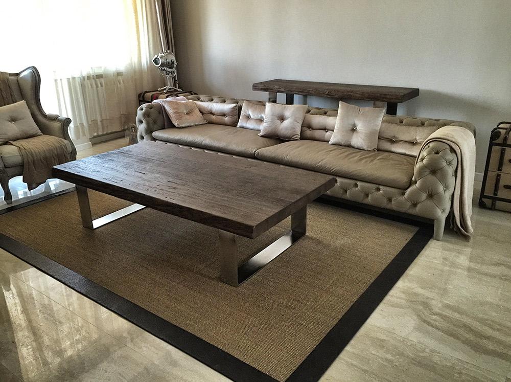 Soggiorno di abitazione a Verona con tavolo in legno massello realizzato da Artigiana Arredamenti