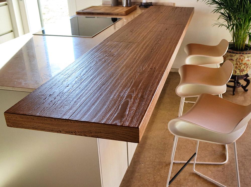 piano cucina in legno realizzato da Artigiana Arredamenti a Verona