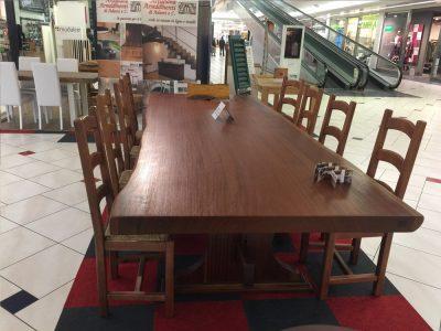 Esposizione tavolo in legno a Verona - Artigiana Arredamenti
