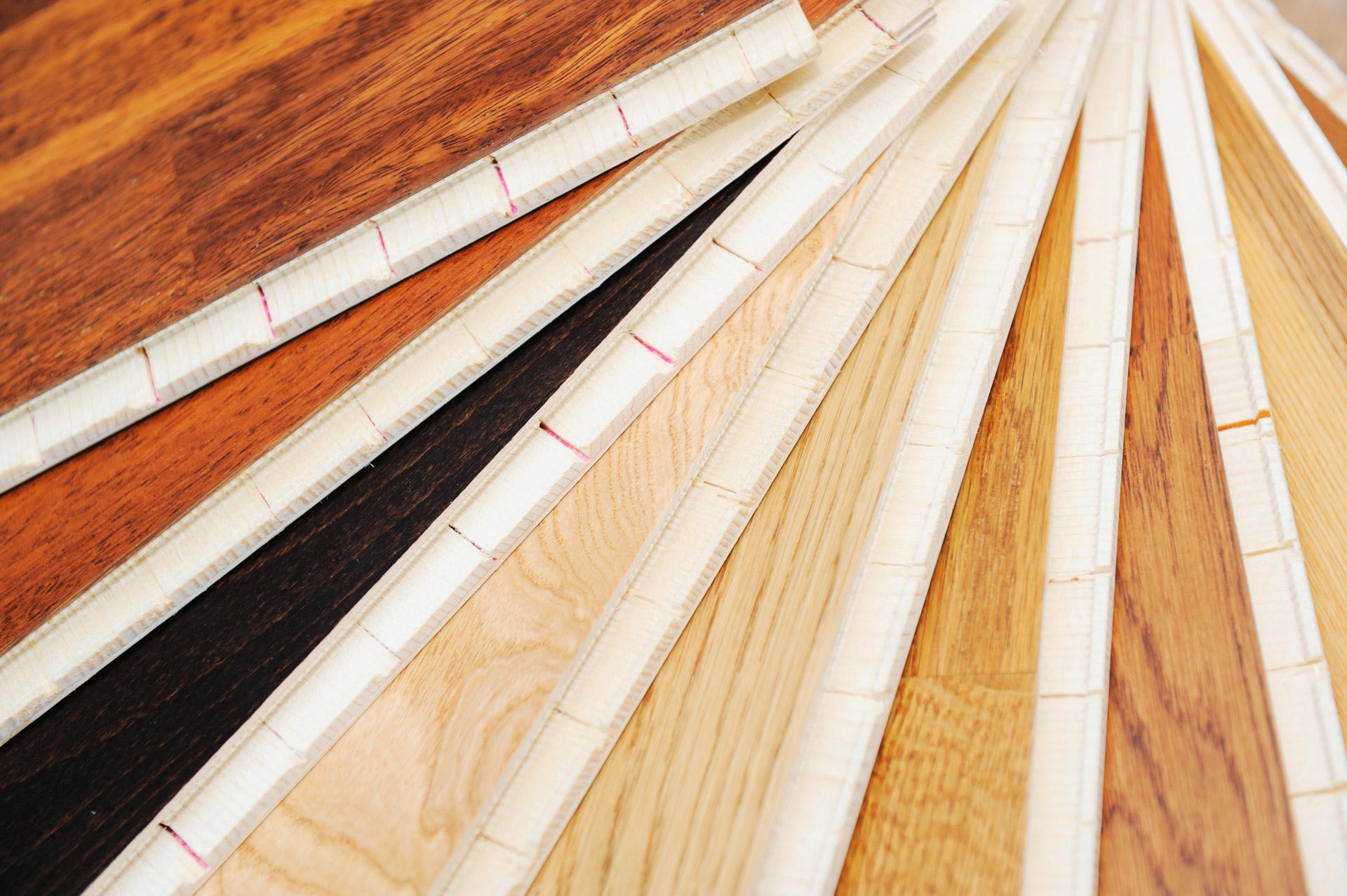 Artigiana arredamenti pavimenti scale arredi in legno for Arredi in legno