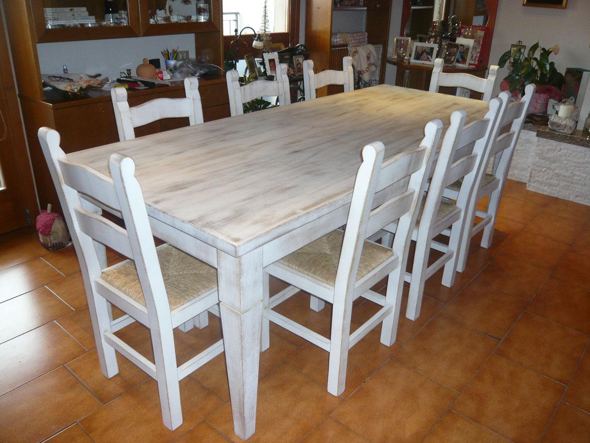 Tavolo in legno sbiancato realizzato da Artigiana Arredamenti a Verona