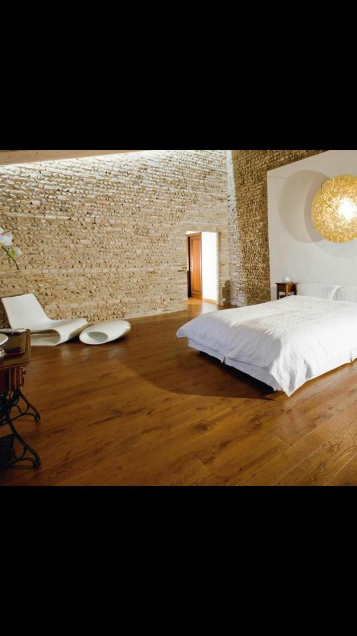 Pavimento in legno rovere di Artigiana Arredamenti a Borgo Trento