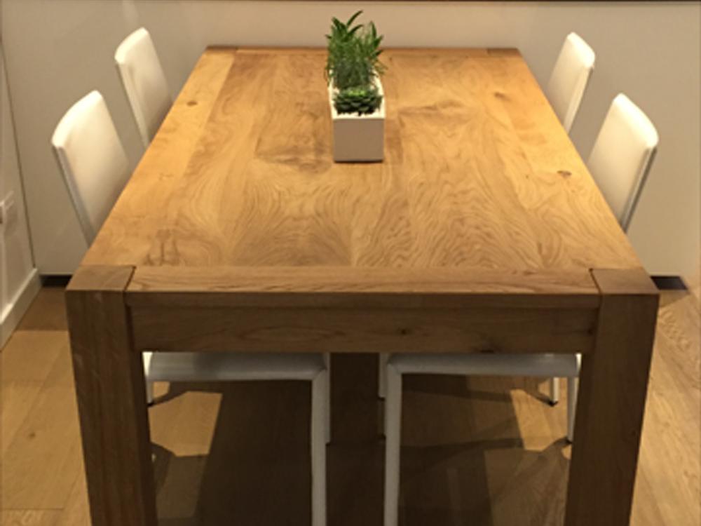 Tavolo in legno di rovere realizzato a Verona di Artigiana Arredamenti