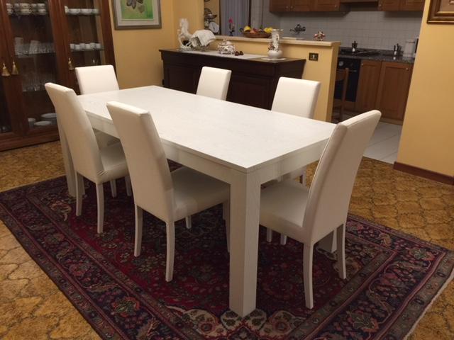 Tavolo in legno colore bianco di Artigiana Arredamenti a Verona