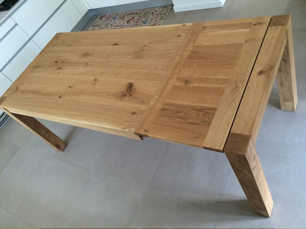 Tavolo in legno rovere allungabile di Artigiana Arredamenti a Verona
