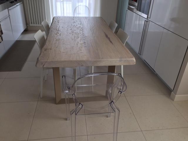 Tavolo in legno v2 di Artigiana Arredamenti a Verona