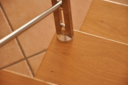 Dettaglio asse di una scala in legno di Artigiana Arredamenti a Verona