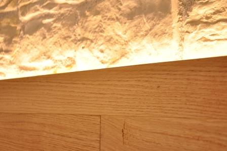 Dettaglio parete in legno di Artigiana Arredamenti a Verona 1