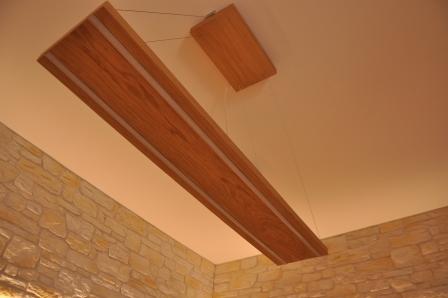 Lampadario in legno di Artigiana Arredamenti a Verona 1
