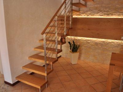 Scala in legno di Artigiana Arredamenti a Verona 3