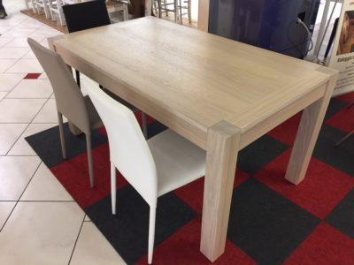 Tavolo in legno di rovere allungabile show room verona di Artigiana Arredamenti