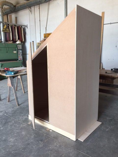 Armadio in legno angolare realizzazione retro Artigiana Arredamenti Verona