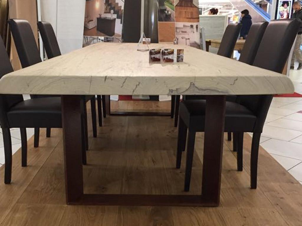 Tavolo in legno massello allungabile di Artigiana Arredamenti a Verona