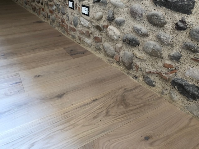 Pavimento in legno di Artigiana Arredamenti a Verona 4