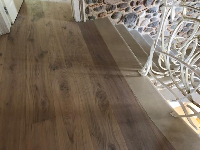 Pavimento in legno manutenzione con scala di Artigiana Arredamenti a Verona