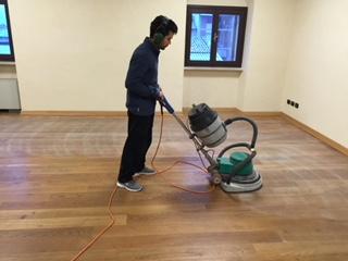Manutenzione pavimento in legno di Artigiana Arredamenti a Verona 10