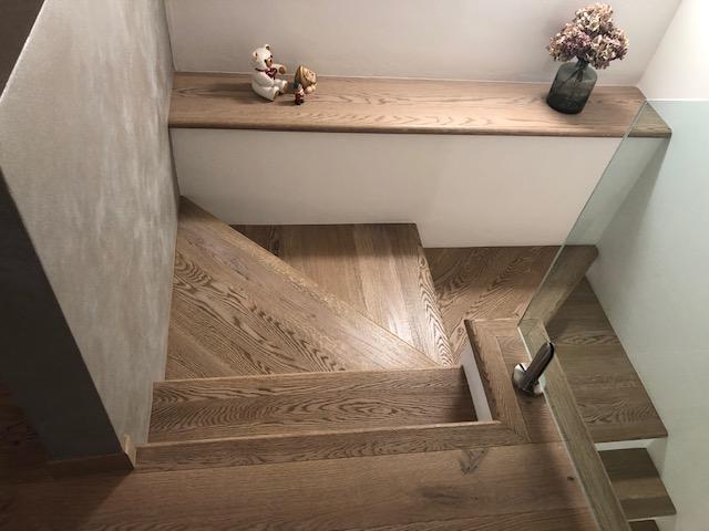 Scala in legno di rovere di Artigiana Arredamenti a Verona 3